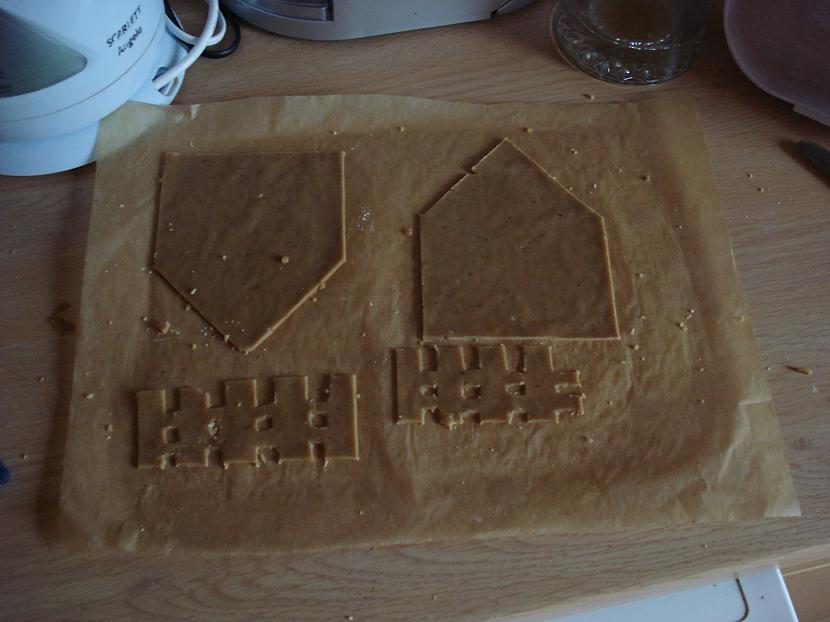 Uzslidinam uz pannas un krāsnī... Autors: sierdesmaize Piparkūku mājiņa!