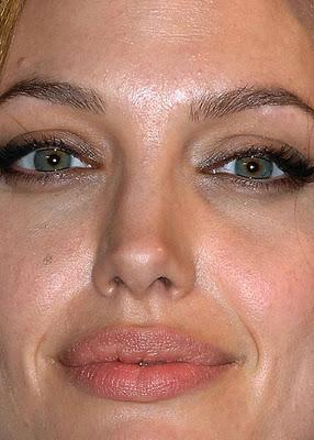 Angelina Jolie Autors: Traktoristss Slavenības no tuvuma #2