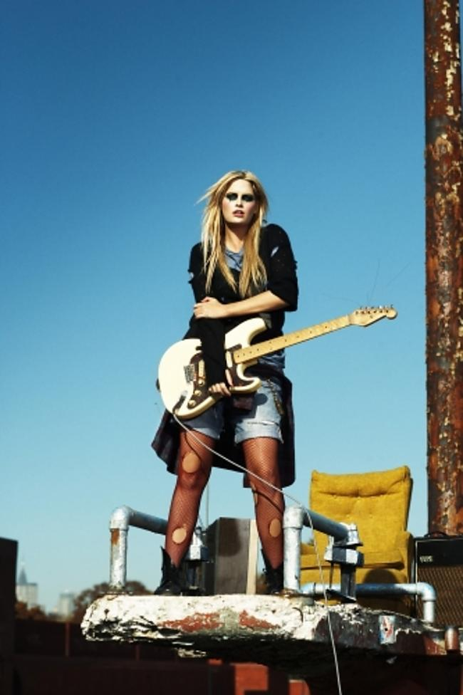 Autors: Undux I am rock and roll 9