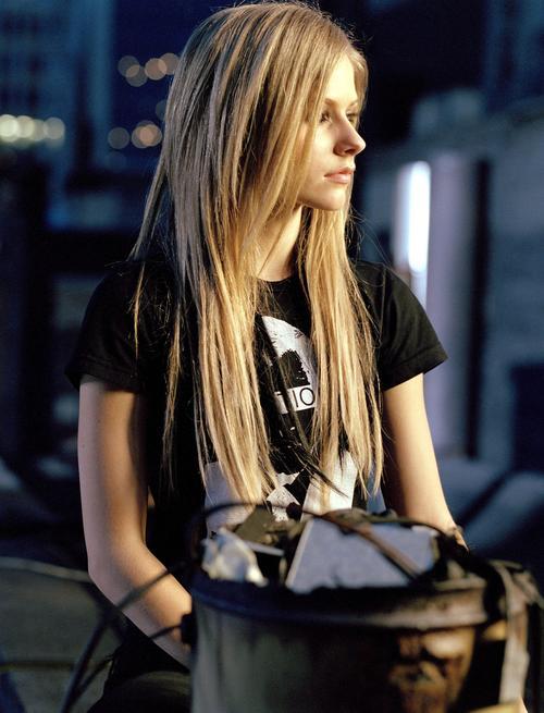 Autors: Hueco Mundo Avrila Lavigne