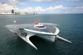 Kapteinis atzina ka ceļojumu... Autors: robinstt Ar saules enerģiju darbināma laiva apceļo pasauli