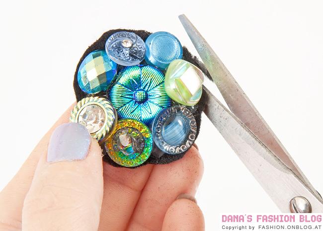 На заготовку кольцо нанесите клеевой раствор.