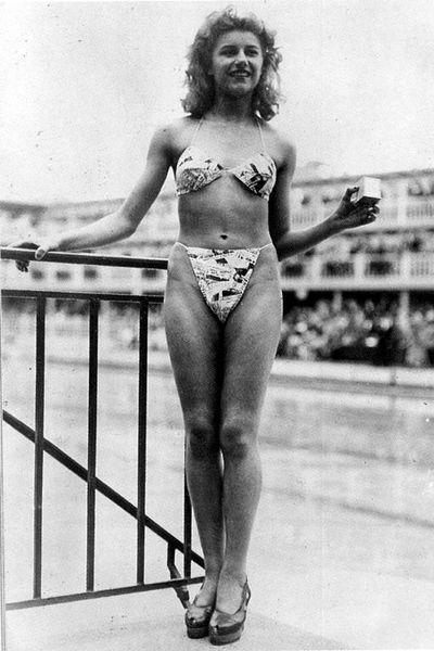 PLIKA NABA  1946 gadā Bikini... Autors: ereneske Laba daudz nevajag (apģērba) !