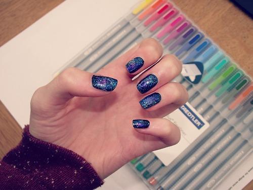 Autors: cookieholic Galaxy nails. c:
