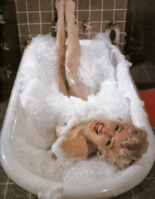 nbspIf you can make a girl... Autors: serenasmiles Marilyn Monroe bildēs un citātos.