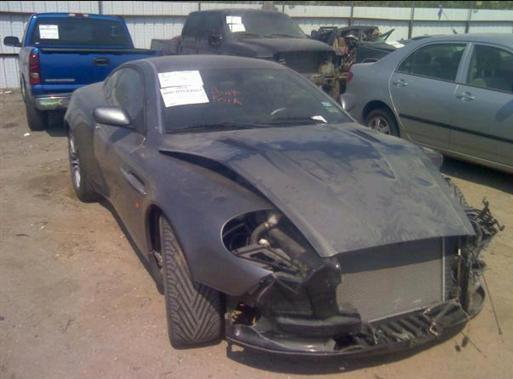 2003gada Aston Martin... Autors: Latišs Avārējušie dārgauto...