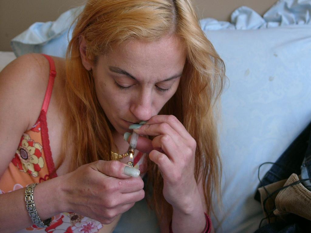 Photo Oaktown Crack Comics. Woman smoking crack.