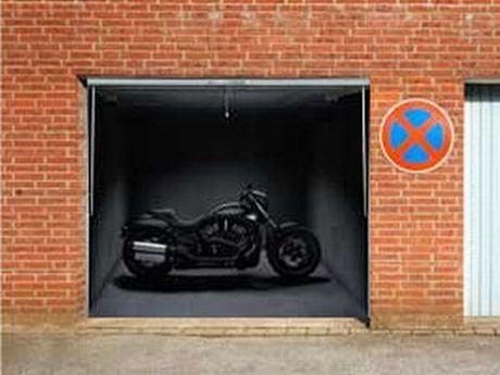 Autors: ORGAZMO Forši plakāti priekš garāžas durvīm.