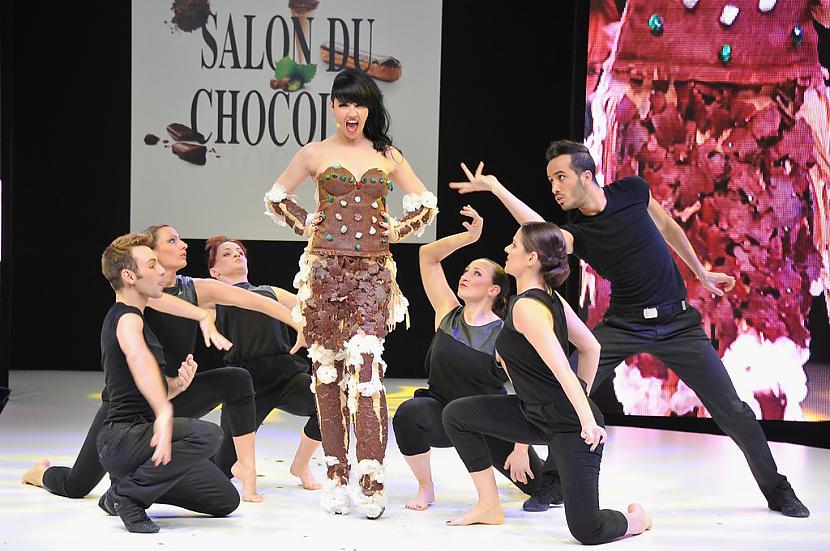 nbspDziedātāja Tara McDonald Autors: Maus Šokolādes izstāde Francijā 2012