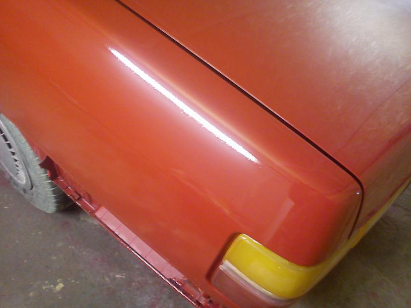 Ir biscaronku citrons uz... Autors: criss90 Audi 100 CS typ 44 pamazām veidojas kopskats
