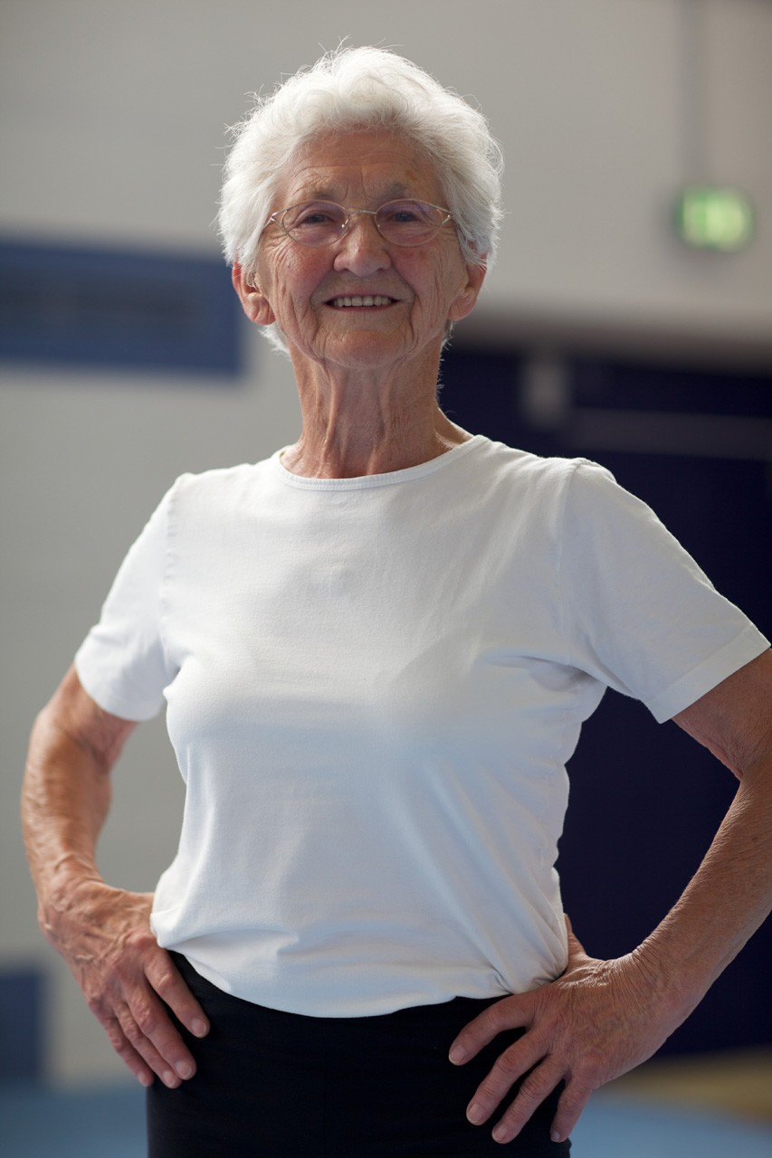86-Year-Old Grandma Still Doing Gymnastics (24 Photos) .