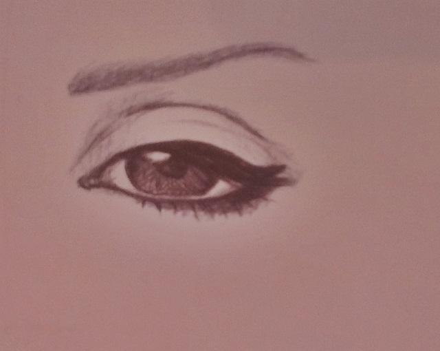 Viena acs jau ganrīz pabeigta... Autors: Siluets Mēģinot zīmēt ar pildspalvu.