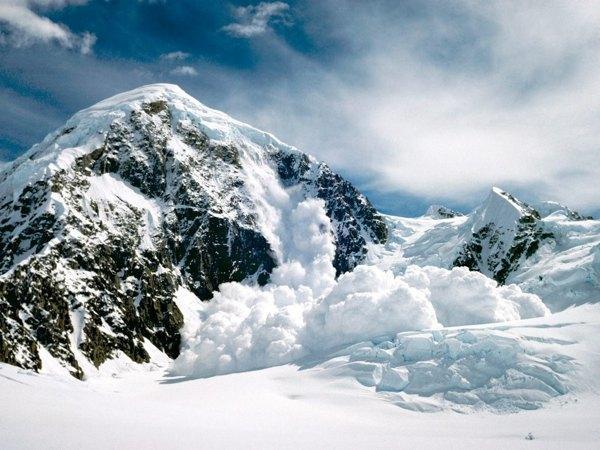 Lavīna AlposAnna Allena un... Autors: Karalis Jānis Viņi izdzīvoja ziemā - stindzinošos apstākļos!!!