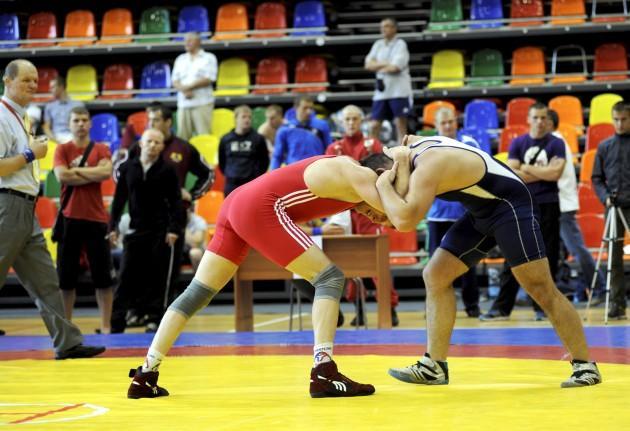 Atrodi savu sporta... Autors: janismilannu Kā viegli nomest riepu.