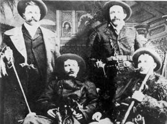 Džeimsa jaunākā banda... Autors: Fosilija Pašas nežēlīgākās bandas pasaulē