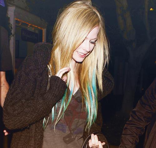 Autors: 8 Avril Lavigne