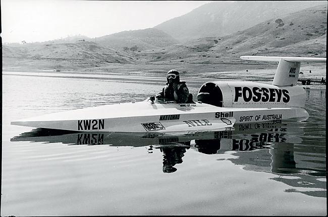 """1978 gada 8 oktobrī Kens... Autors: Dzinchaaa Pasaules ātrākā motorlaiva - """"Spirit of Australia"""""""