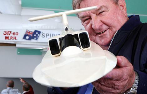 """2003gadā Kens Vārbijs Ken... Autors: Dzinchaaa Pasaules ātrākā motorlaiva - """"Spirit of Australia"""""""