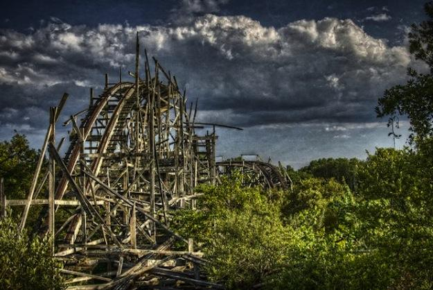 Amerikāņu kalniņu paliekas... Autors: R1DZ1N1EKS Atrakciju parki bez atrakcijām.