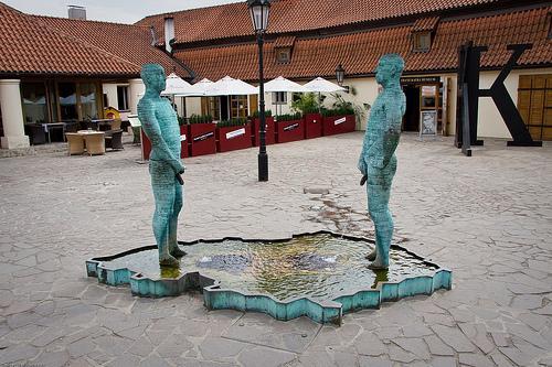 Čurātāji pie Kafkas muzeja... Autors: sniegputenis Deivida Černija patiesība
