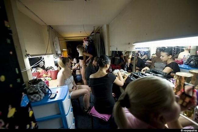 Autors: ORGAZMO Striptīza dejotājas ikdiena.