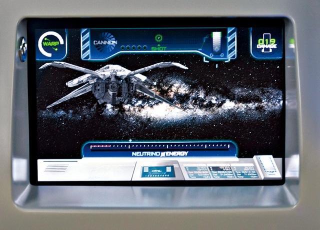 Brauciena laikā var spēlēt... Autors: SuperMagone Japānas kosmiskais autobuss