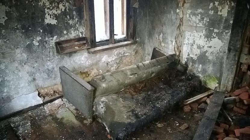 Gulta kurā iespējams gulēja... Autors: manaitautai33 Nostāstiem bagāta māja