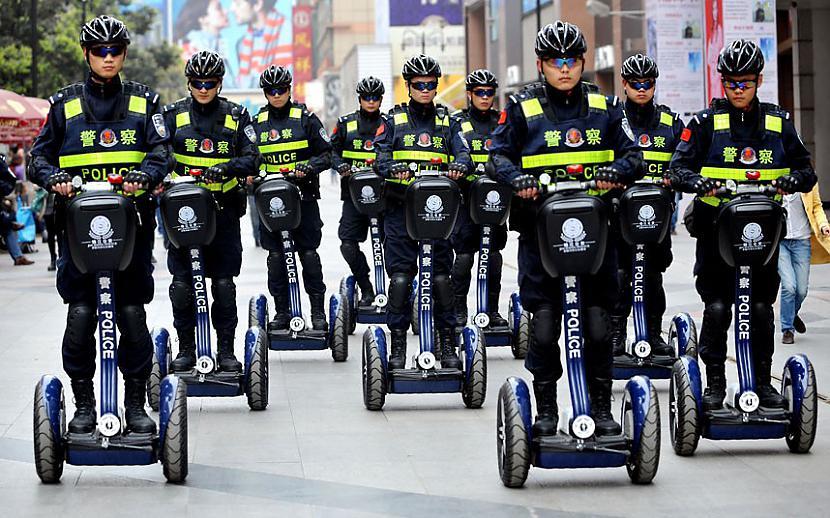Ķīniescaronu policisti patrulē... Autors: Fosilija 2013.Gada spilgtākās bildes/ 2.daļa