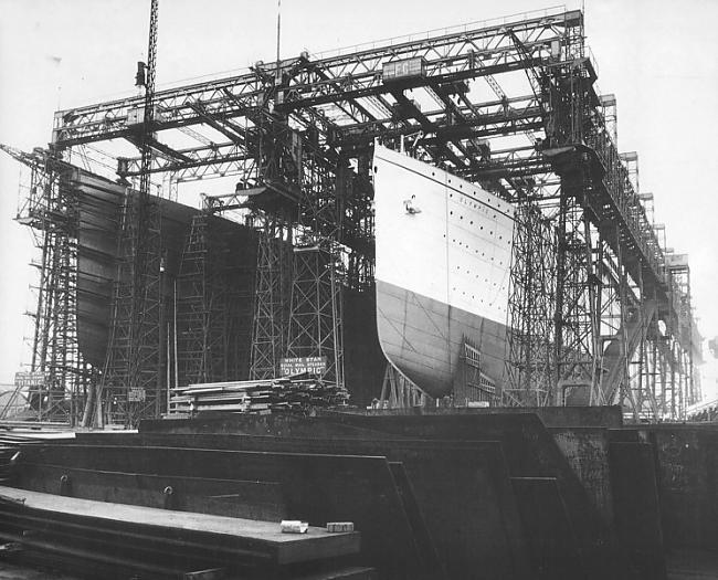 Kreisajā pusē Titāniks labajā... Autors: Werkis2 Titānika māsas kuģis Olimpija.