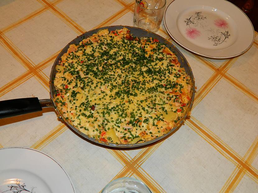 Kad omlete ir sacepusies pa... Autors: Werkis2 Spāņu Omlete, jeb Tortilija.