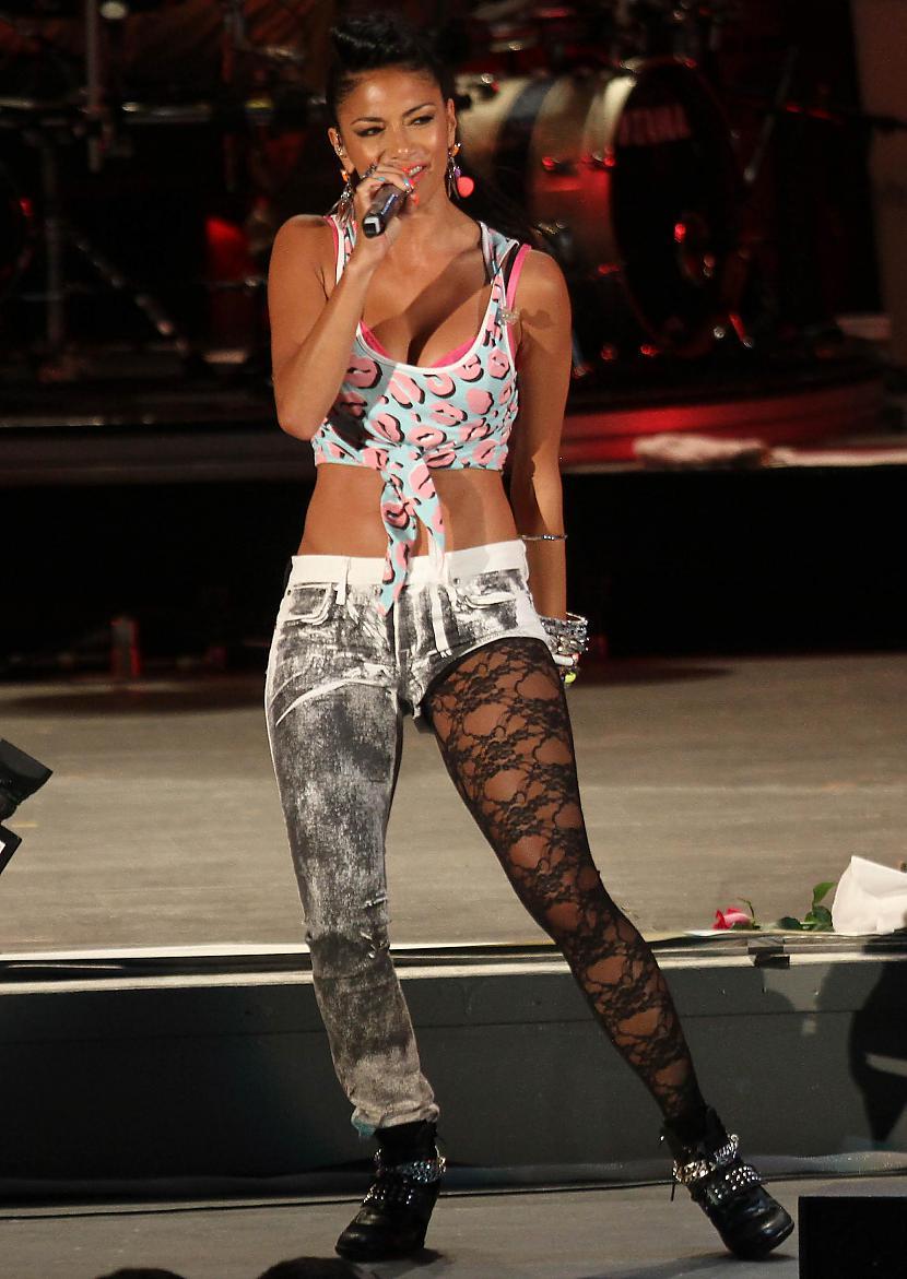 July 8 2012  Celebs perform at... Autors: Fosilija Nicole Scherzinger bildes #5