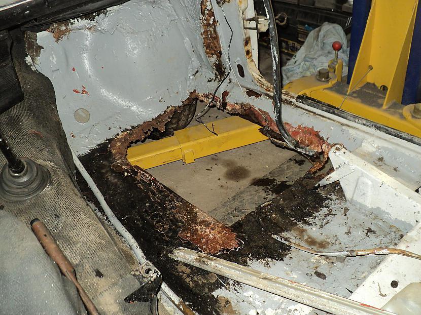 lūk grīdā neliels... Autors: Liepa retroauto VAZ 2101