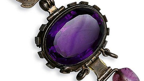nbsp5 Deli violetais safīrsPar... Autors: The Psychiatrist Pasaulē slavenākie objekti, kuriem esot uzlikts lāsts