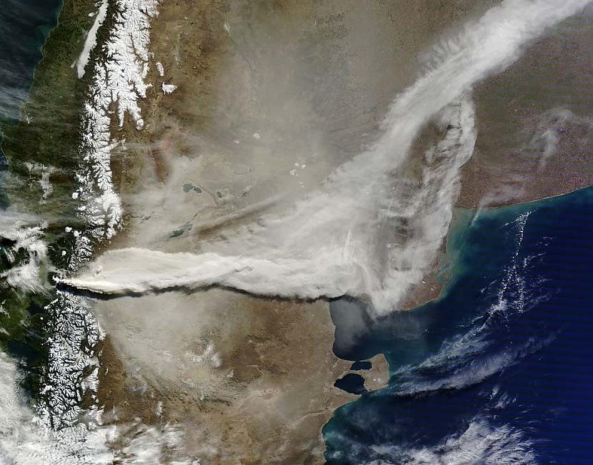 Pelnu mākonis no vulkāna... Autors: Prāta Darbnīca Neparasti attēli no Zemes orbītas