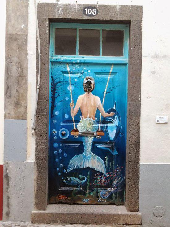 Autors: Gostlv Arī durvis mēdz būt interesantas