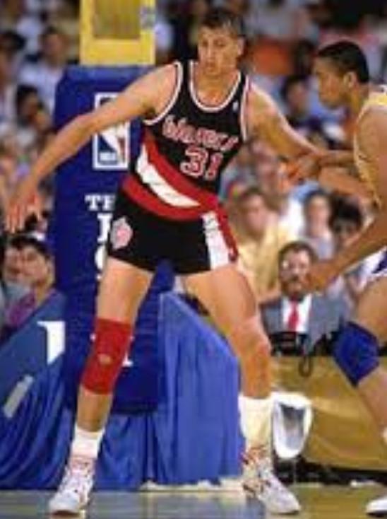 Sestā vieta pienākas Semam... Autors: EsNemaakuTaisiitKomiksus NBA drafta neveiksmes (Top 6)