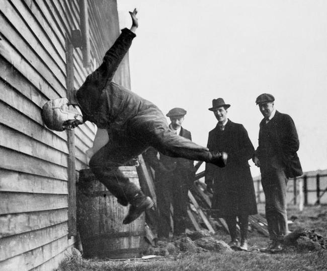 Futbola ķiveres tests 1912 Autors: kaķūns Pagātnes deva