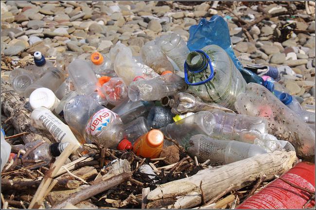 Sliktākais ir tas ka plastmasa... Autors: kaķūns Gaisma no plastmasas pudelēm un balinātāja