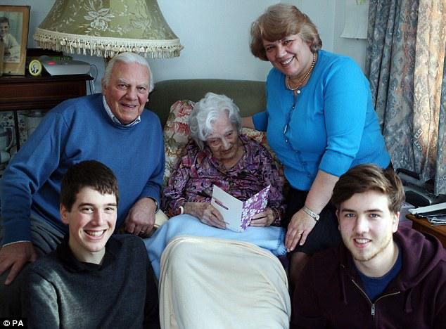 Gladija kurai ir dēls 4... Autors: EV1TA Vecākā iedzīvotāja Anglijā  - 112 gadus veca!