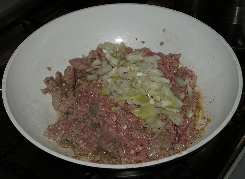 Sagatavojam malto gaļu ... Autors: Mary Jane Pildīts ķirbis (mēli var norīt)