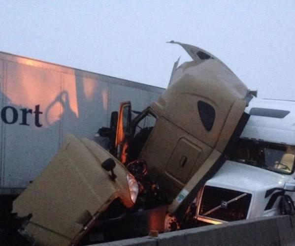 Autors: Fosilija Autovadītājam brīnumainā kārtā izdodas izdzīvot šausmīgā avārijā (FOTO)