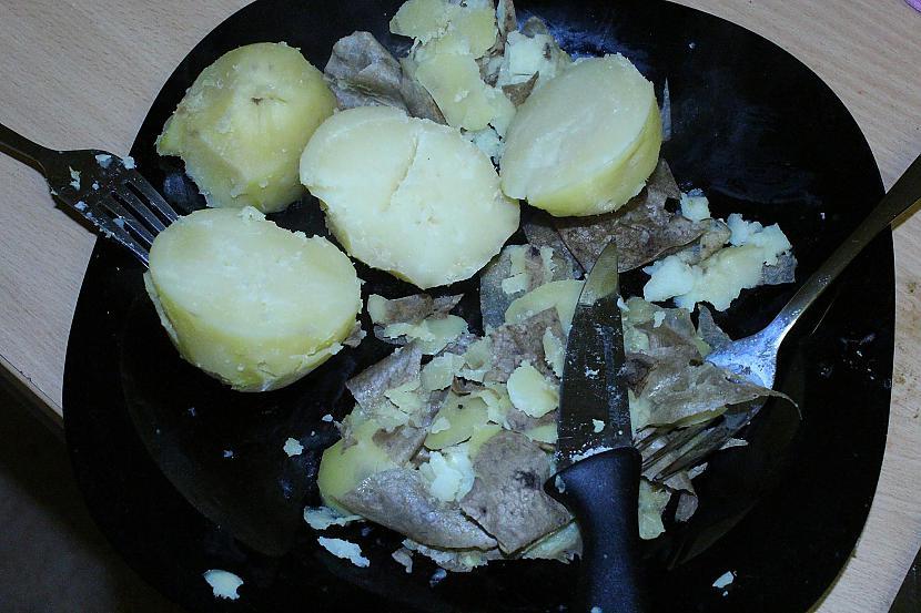 Kad kartupeļi gatavi ņemam ārā... Autors: Sforca Debešķīgais kartupeļu biezenis