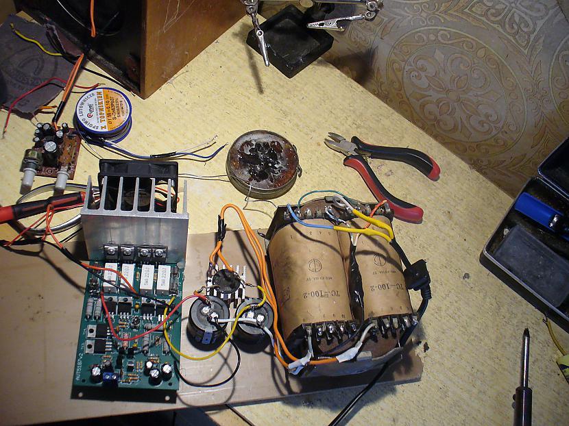 Scaroni kombinācija ar... Autors: Zigmars R DIY pastiprinātājs, iekrīt kastē.