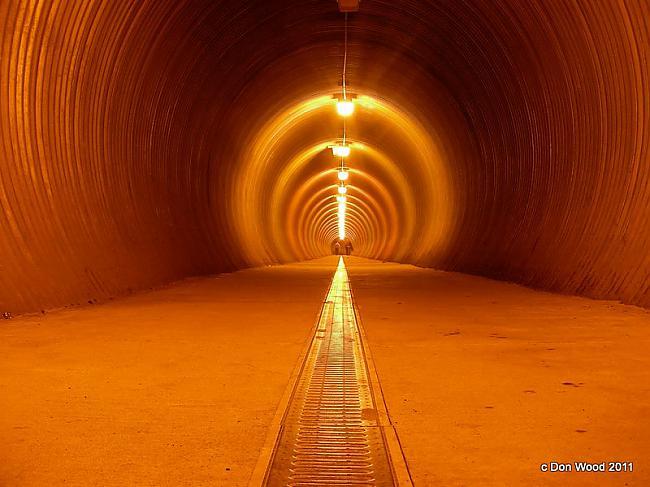 Tunelis gājējiem tiescaronām... Autors: BodyBoard Pilsētiņa 200 iedzīvotājiem!