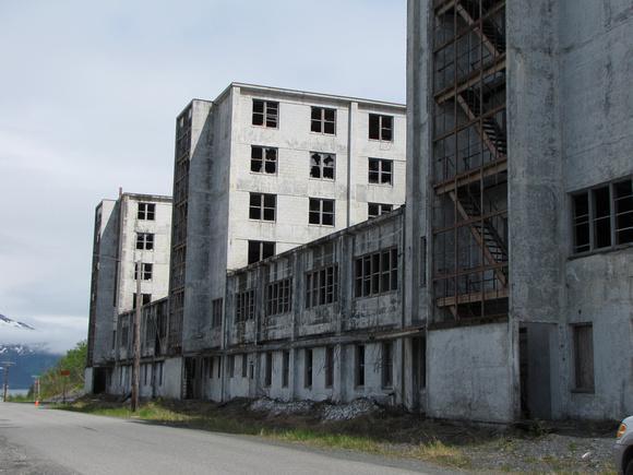 Scaroneit ir redzama otra ēka... Autors: BodyBoard Pilsētiņa 200 iedzīvotājiem!