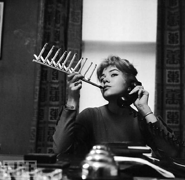 Iemutis veselai cigarescaronu... Autors: Lords Lanselots Ko tik tie cilvēki neizgudro!!!