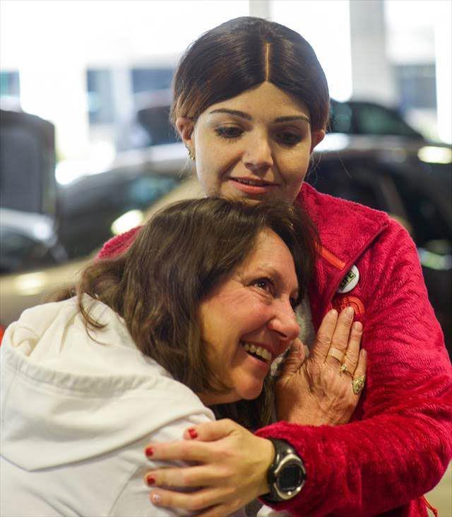 Māte klausās sava miruscaronā... Autors: Pon4iks 33 Aizkustinoši līdz sirds dziļumiem