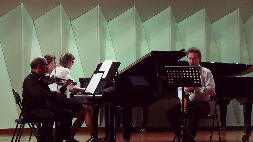 Autors: Fosilija Muzikālais Trio