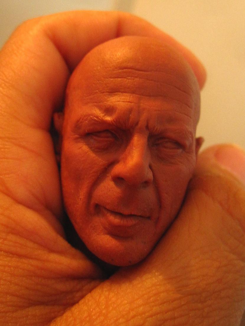 Autors: sancisj Ja esi Brūsa Vilisa galva, neliec bildi internetā!