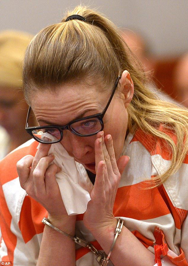 Arī tiesas zālē pēc Briannas... Autors: im mad cuz u bad Pārguļot ar studentiem, seksīgai pasniedzējai piespriež 30 gadus cietumsoda
